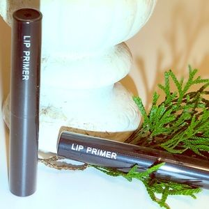 Lip primer nude color long lasting lip moister.